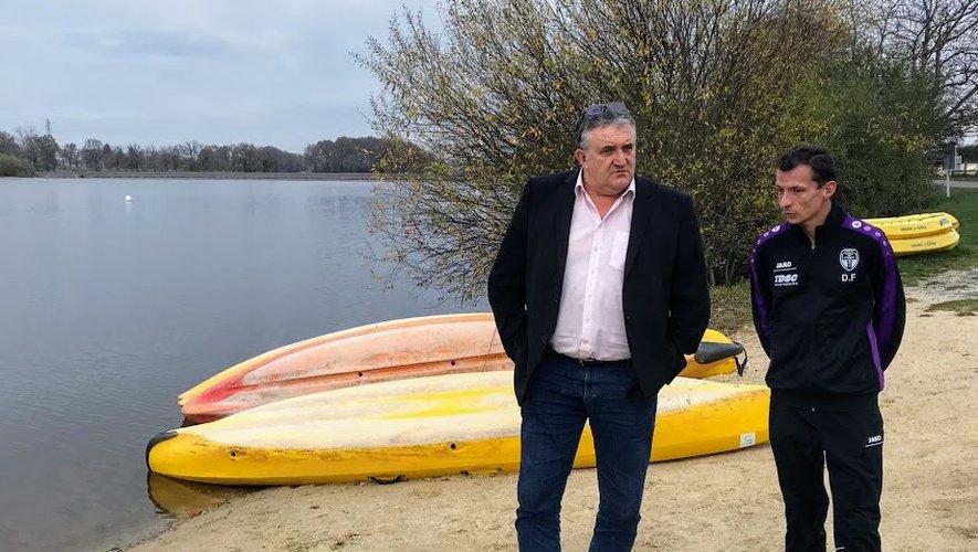 Jacques Barbezange et D. Falgayrat font un point sur la fréquentationdu centre de loisirs du plan d'eau.