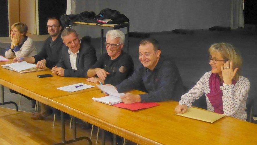 Les élus et les membres du bureau autour du président Franck Pinot.