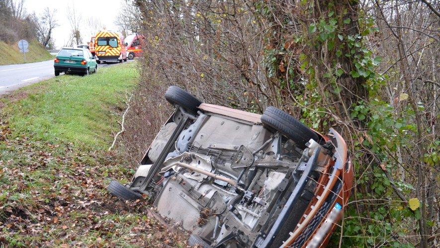 Dans cet accident, les deux occupants ont été légèrement blessés.