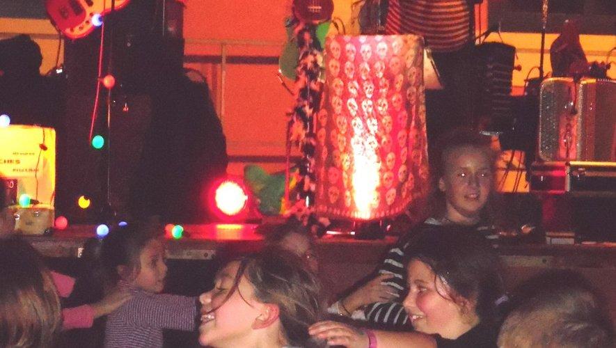 Une soixantaine d'enfants heureux de leur premier concert en live
