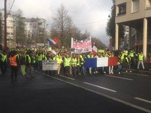 La marche jaune s'élance ce samedi matin à Rodez depuis le quartier de Bourran en direction du centre-ville.