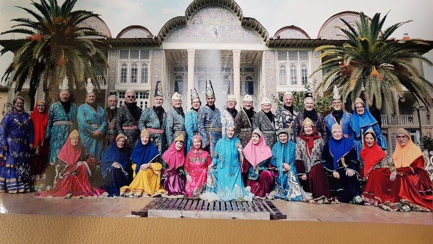 Le groupe devant le Palais d'été du Shah d'Iran.