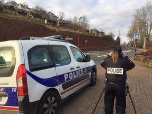 Police et gendarmerie au bord des routes pour faire respecter la sécurité des usagers.