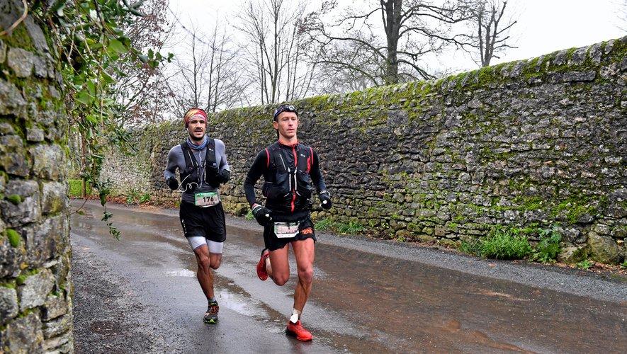 Antoine Dhaynaut (à gauche) et Sébastien Janiaud ont collaboré pendant plusieurs kilomètres avant que le second cité, victime d'une défaillance, ne laisse le premier filer vers la victoire.