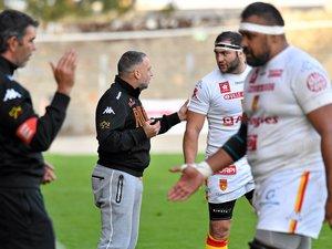 Les coaches ruthénois passent des consignes.