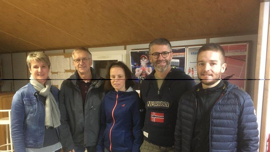 Photo (de gauche à droite, Sabine Frayssinet cosecrétaire, Pierre Enjalbert trésorier, Karine Périgord secrétaire, Cyril Enjalbert responsable équipes et Alexis Barres président).