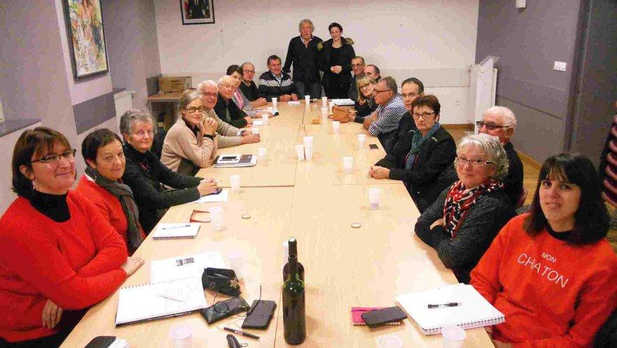 Réunion des associations et de la municipalité pour les festivités de Noël.