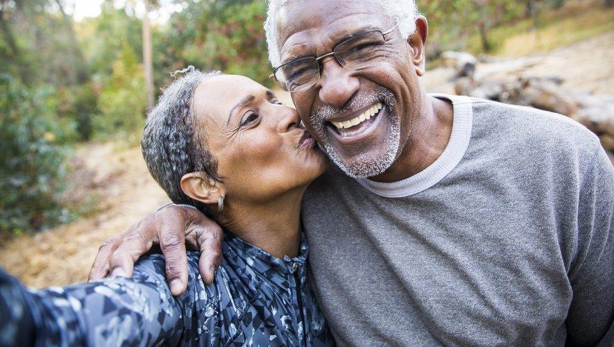 En couple, on devient plus positif avec le temps
