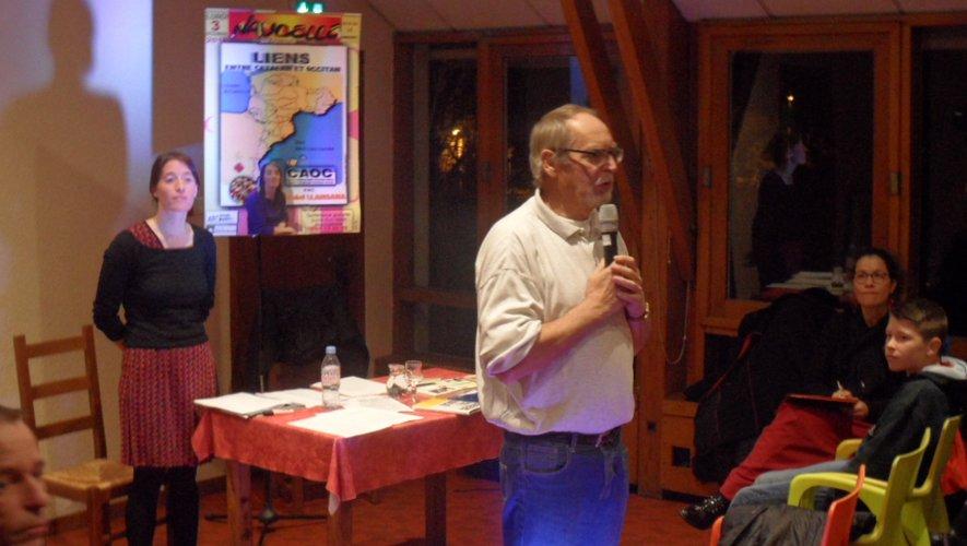 Pierre Cluzel, adjoint à la culture, présente la conférence d' Estel Llansana