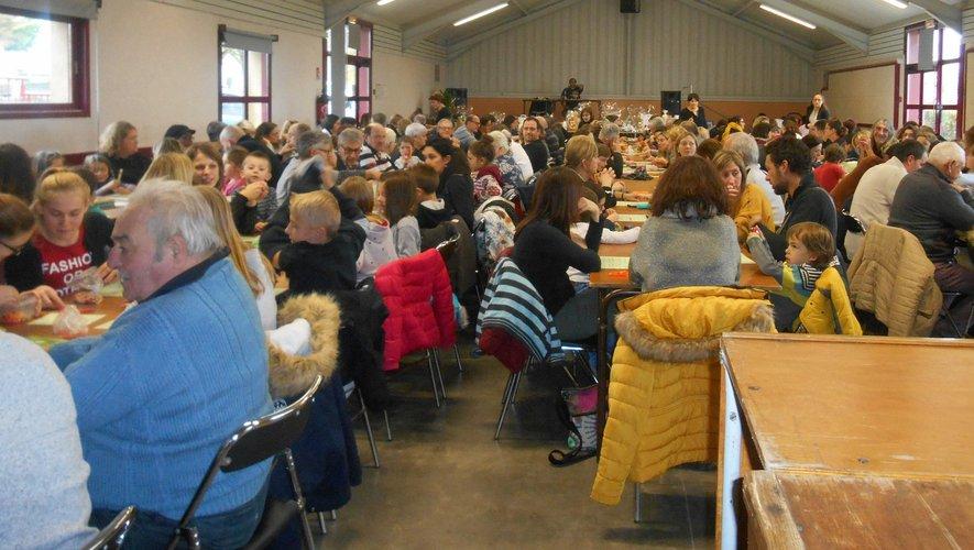 Une salle comble au quinede l'école.