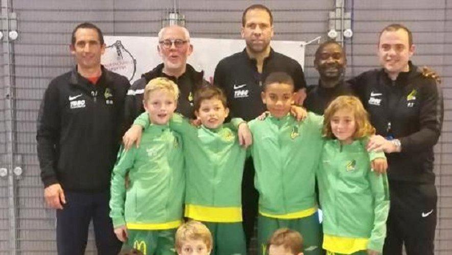 Les U11 et les éducateurs autour de leur coach Thierry Olier.