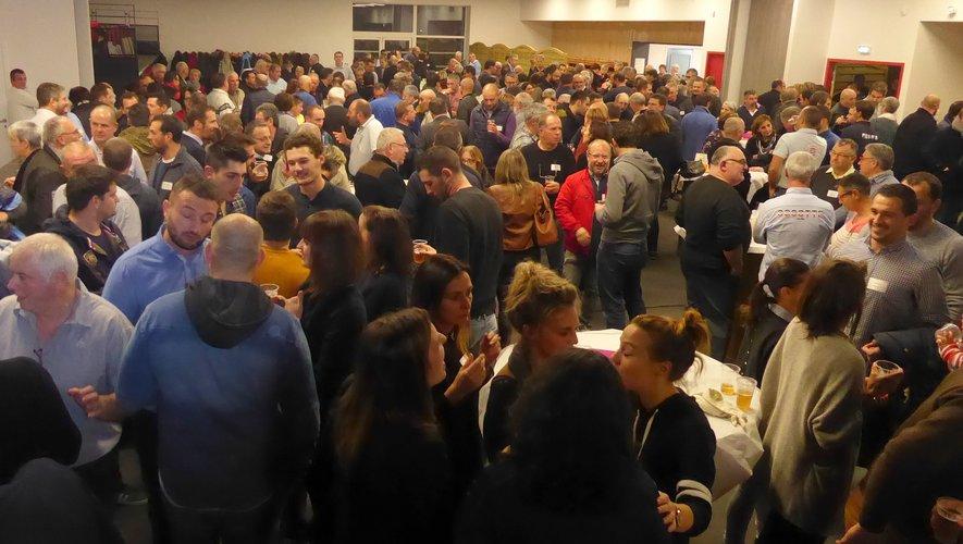 La salle entièrement rénovée de l'Espace Antoine de St-Exupéry a réuni près de 350 personnes invitées à cette soirée.
