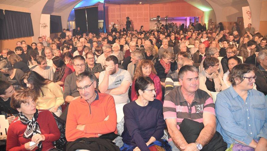 350 personnes avaient pris place dans la salle de spectacle.