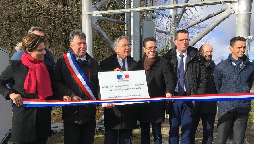 Elus et représentants de la téléphonie mobile française ont inauguré le premier pylône 4G Multi-opérateurs de l'Aveyron, ce lundi matin.