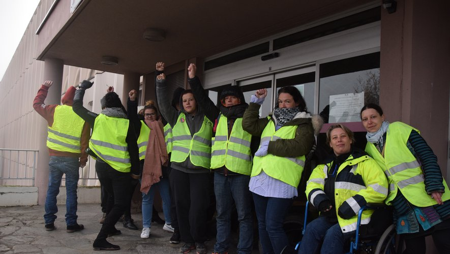 Le blocage pourrait durer jusqu'à mercredi soir, voire toute la semaine selon certains manifestants.