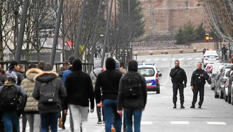 Des élèves du lycée Monteil de Rodez, interpellés lundi par la police.