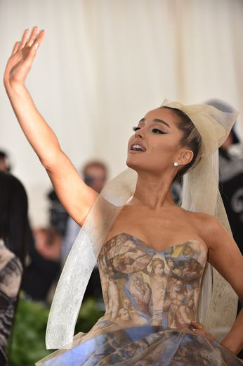 Ariana Grande arrive au Met Gala 2018, le 7 mai 2018, au Metropolitan Museum of Art de New York.