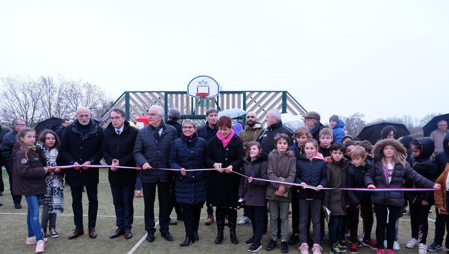 C'est par un temps maussade que se déroulait l'inauguration du City Stade, en présence de personnalités.