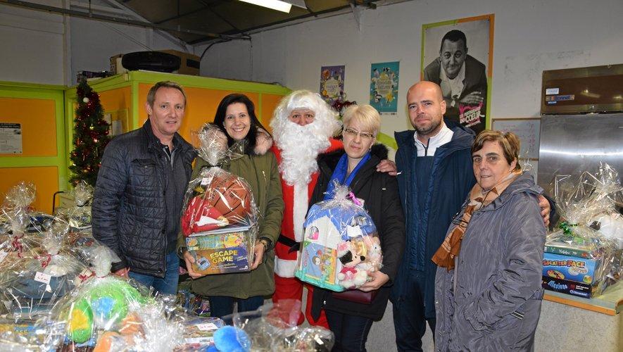 Ce jeudi, c'était Noël au centre de distribution des Restos du coeur  de Rodez.