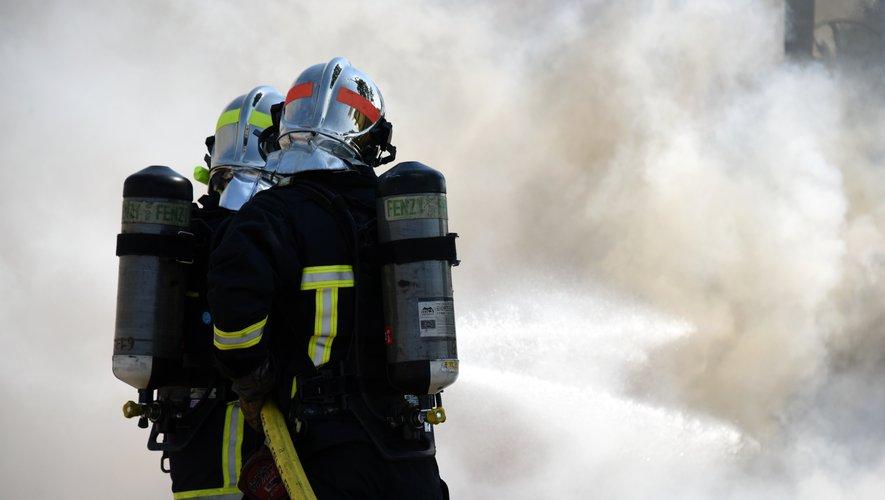 Plusieurs centaines de fourrage sont la proie des flammes.