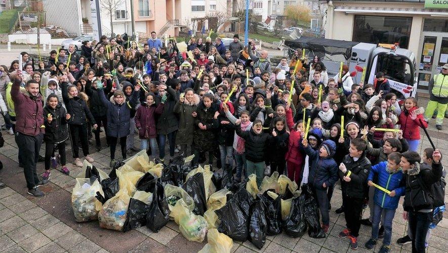 Deux cents jeunes Castonétois présents pour l'opération « Nettoyons le quartier »
