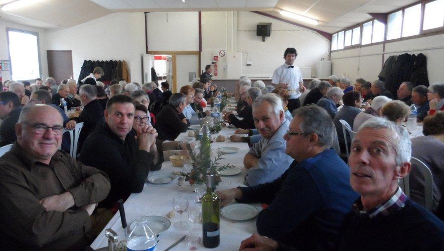 Les aînés se sont retrouvés après l'assemblée autour d'une bonne table.