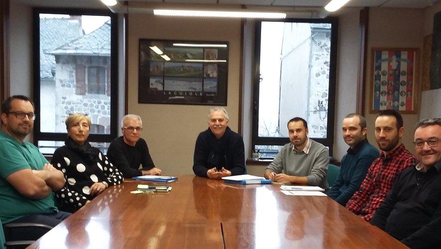 Au centre : Vincent Alazard. À gauche :  Franck pinot, Bernadette de Trémontels, Vincent Alaux.À droite : Ronan Auberty, Alain Perrot, Jonathan Visintin et Arnaud Augereau.