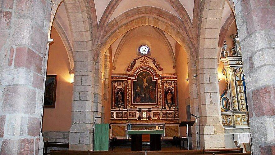 L'église conserve deux retables en bois peint et doré de la première moitié du XVIIIe siècle.