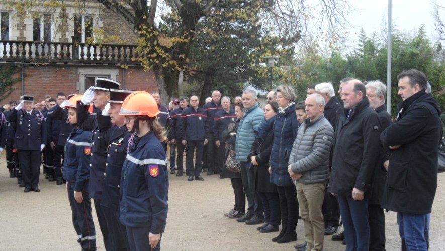Une gerbe a été déposée au monument aux morts.