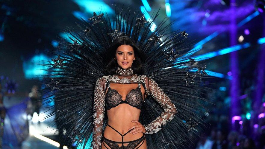 Le mannequin américain Kendall Jenner lors du défilé 2018 de lingerie de Victoria's Secret, le 8 novembre 2018 au Pier 94 de New York.