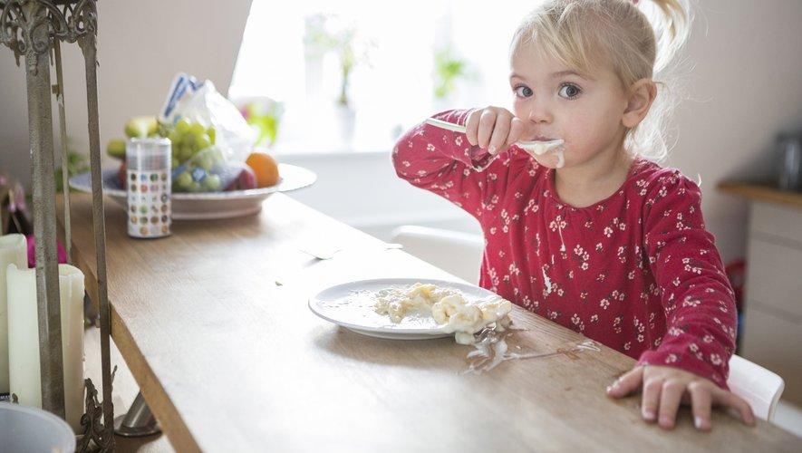 Les infections par le CMV surviennent à tout âge, mais particulièrement dans la petite enfance, et une fois le virus établi chez la personne infectée, il peut être réactivé tout au long de la vie.