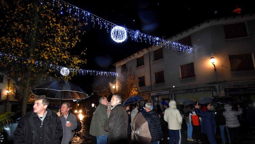 Le vin chaud sous le cloître à la traditionnelle cérémonie du lancement des illuminations de la ville.