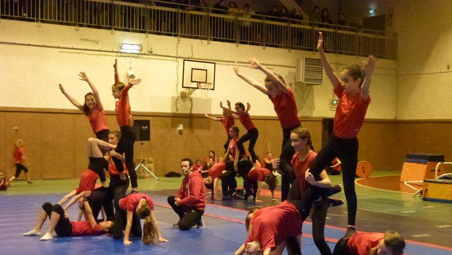 Les gymnastes ont répété longtemps avant le spectacle.
