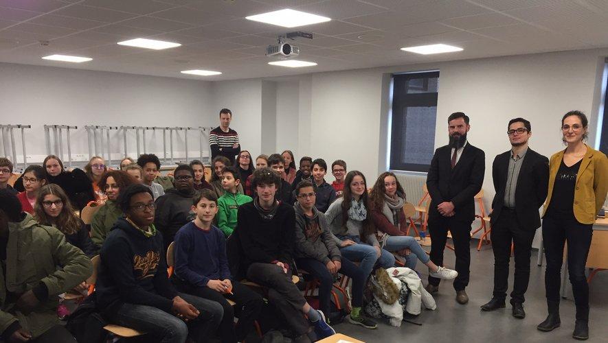 Un partenariat signé lundi 17 décembre, devant les élèves de la 4e3 du collège.