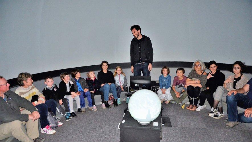 Erik est un des animateurs de l'association qui intervient au planétarium où il est possible d'observer le ciel par tous temps.