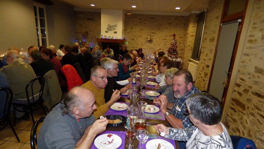 Les adhérents se sont retrouvés autour d'une bonne table.