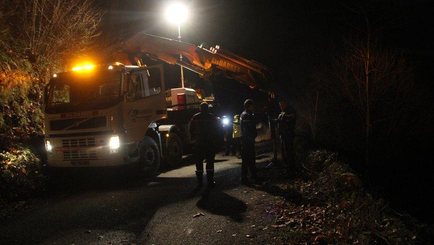 Ce mardi soir, les opérations de relevage du véhicule ont été effectuées pour les besoins de l'enquête.