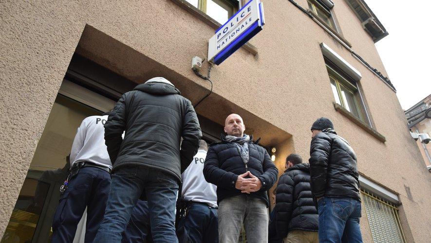 A Rodez, plusieurs policiers mobilisés autour du président départemental du syndicat Alliance.