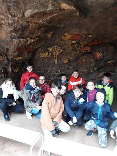 Les élèves au musée de Montrozier.