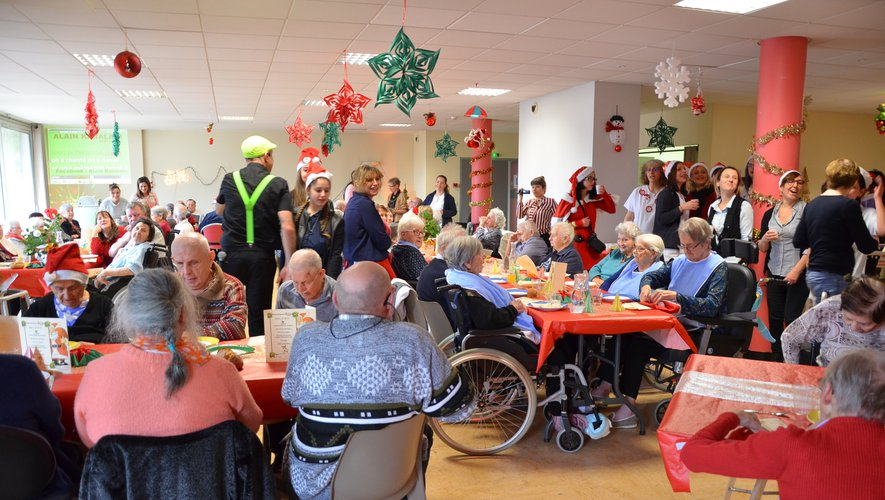 Un repas de Noël dans la joie pour tous les résidents.