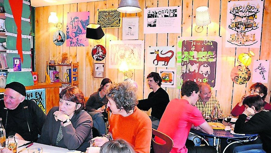 Un marché de Noël  au café associatif