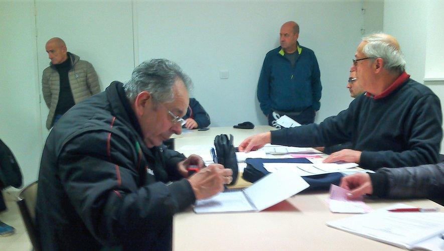 Beaucoup de travail administratif pour le bureau du club en cette périodede renouvellement des licences.