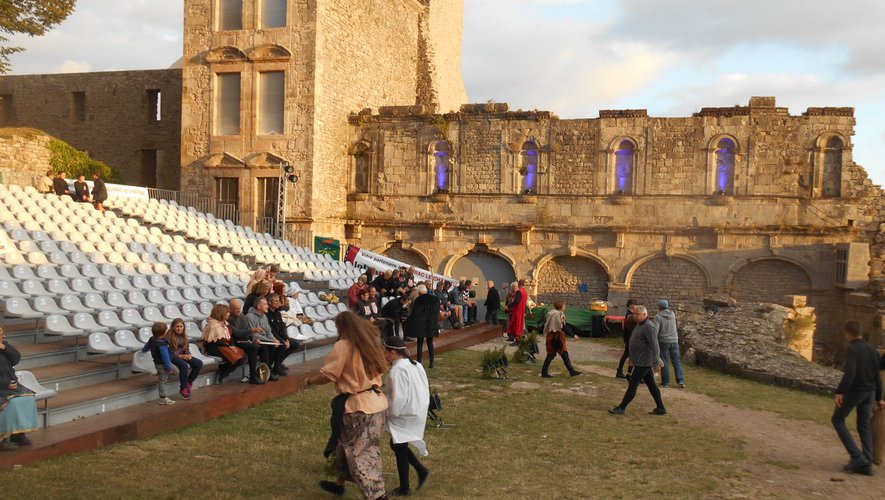 La cour du château accueillera dès les premiers beaux jours les répétitions, en attendant les bravos des spectateurs.