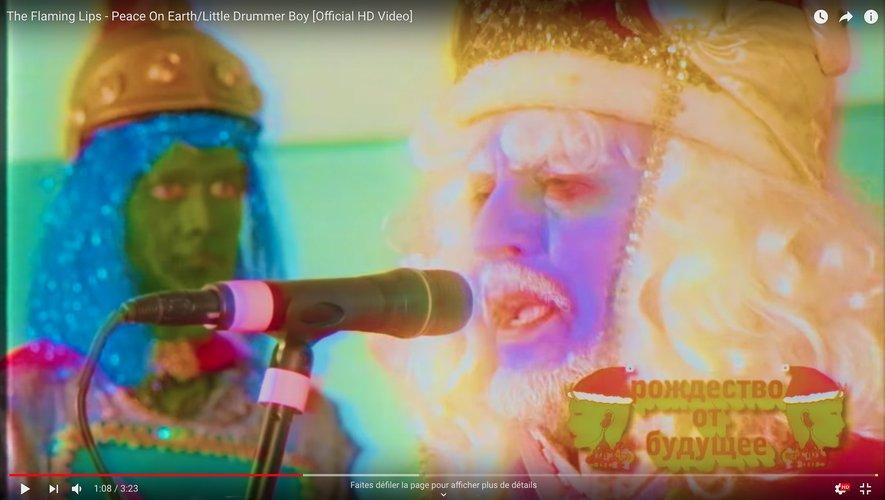 """Les Flaming Lips reprennent """"Peace On Earth/Little Drummer Boy"""" initialement chanté par David Bowie et Bing Crosby."""