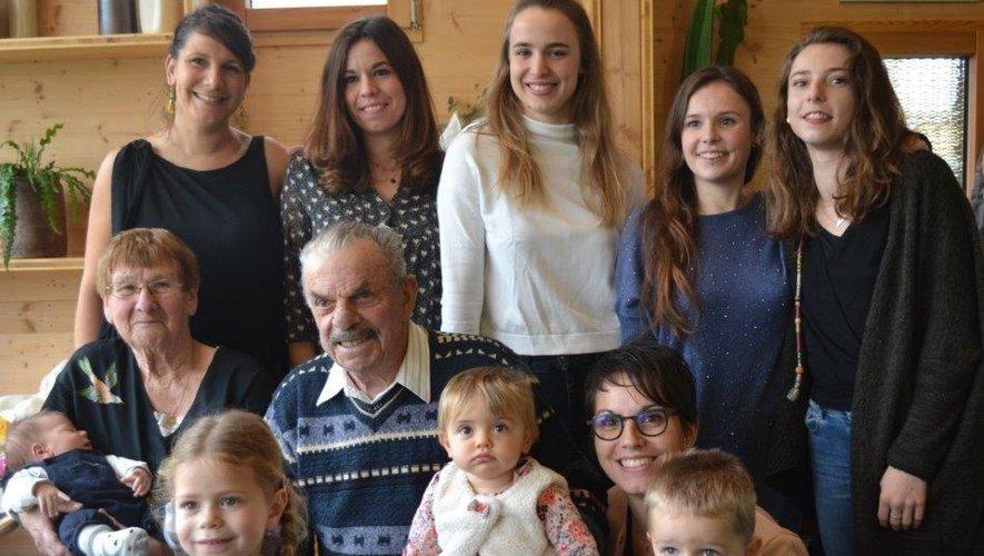 Michèle et Amédée Vialettes entourés de leur belle famille.