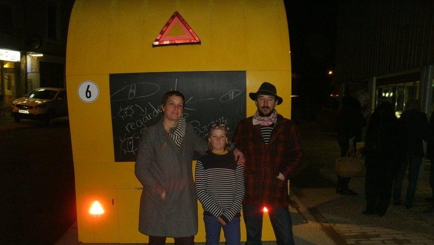 Les trois Cassagnols devant leur roulotte.