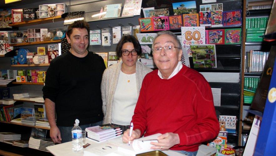 Yves Garric aux côtés de Frédéric et Francine Bousquet, de la Maison de la presse.