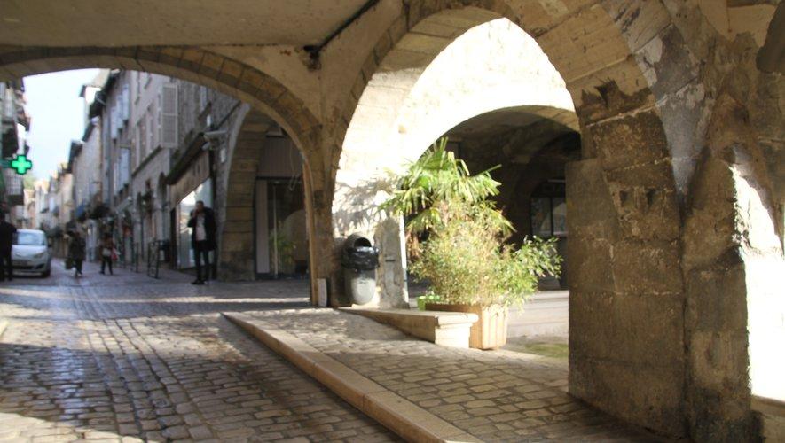 Autour des arcades Alphonse-de-Poitiers exit les truffes, désormais,il faut se rendre à Limogne.