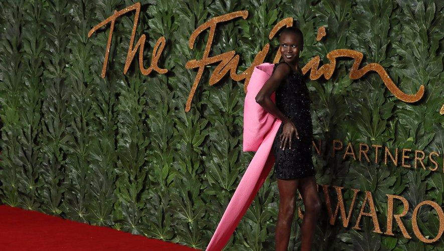 Alek Wek s'est largement démarquée lors des British Fashion Awards, s'illustrant dans une robe ultra glamour ornée d'un gigantesque noeud dans le dos. Le tout signé Emilia Wickstead. Londres, le 10 décembre 2018.