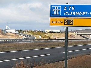 Une A75 vide et privée de circulation pendant  les mouvements.